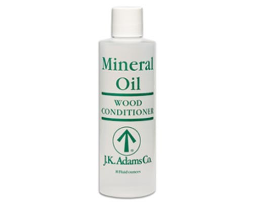 "mineral oil Is mineral oil the ""boo radley"" of the cosmetics industry find out why the spooky tales about cosmetic mineral oil aren't true (and what makes it such a fab skin-care ingredient."